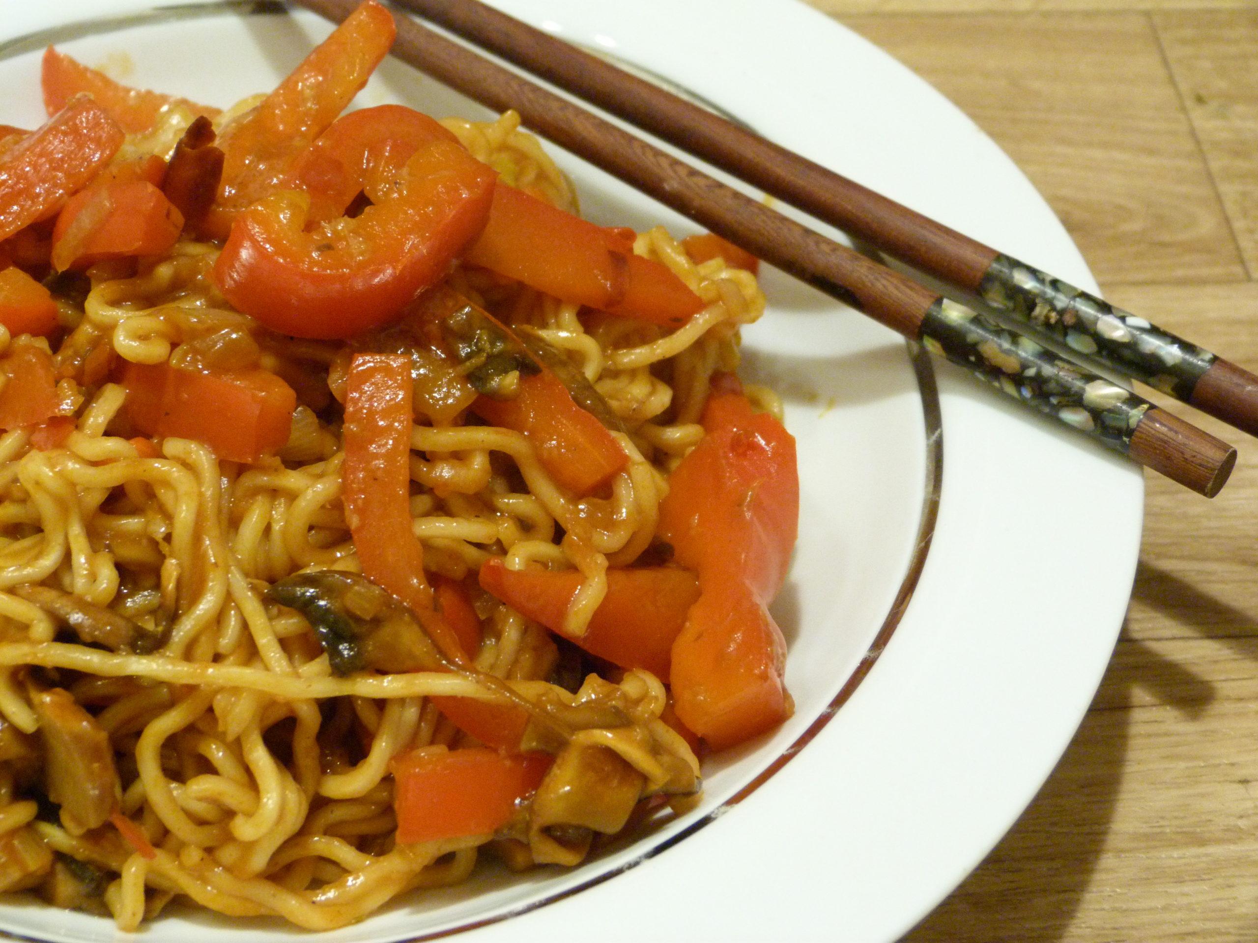 Scharfe Nudeln – Asiatische Nudelpfanne
